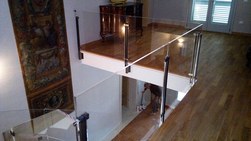 Design ed innovazione per la tua casa: arredamento in plexiglass